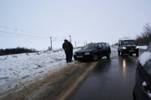 DSC00173 1024x685  [GALERIE FOTO] Maşini răsturnate la ieşire din Tecuci
