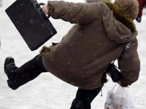 aluneca pe gheata  Avalanşă de pacienţi la ortopedia spitalului tecucean