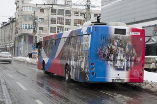 autobuz otelul galati  De astăzi, pe străzile Galaţiului, autobuze decorate în culorile Oţelului