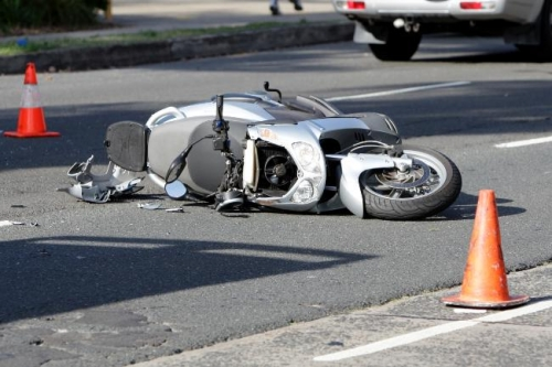 """accident scuter matca  Grăbit şi fără permis, un tânăr din Matca s-a """"înfipt"""" într-un autoturism!"""