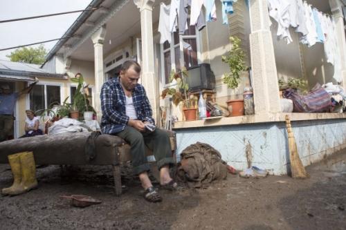 despagubiri inundatii  Sinistraţi păcăliţi de firmele de asigurări: Au rămas cu casele dărâmate de la inundaţii