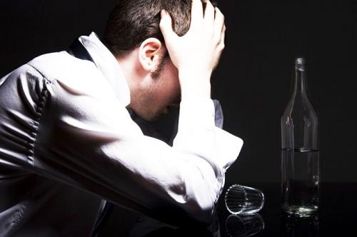 scandal alcool  Vinul nou a pus pumnii la treabă în weekend! Şase bătăi au umplut Camera de Gardă
